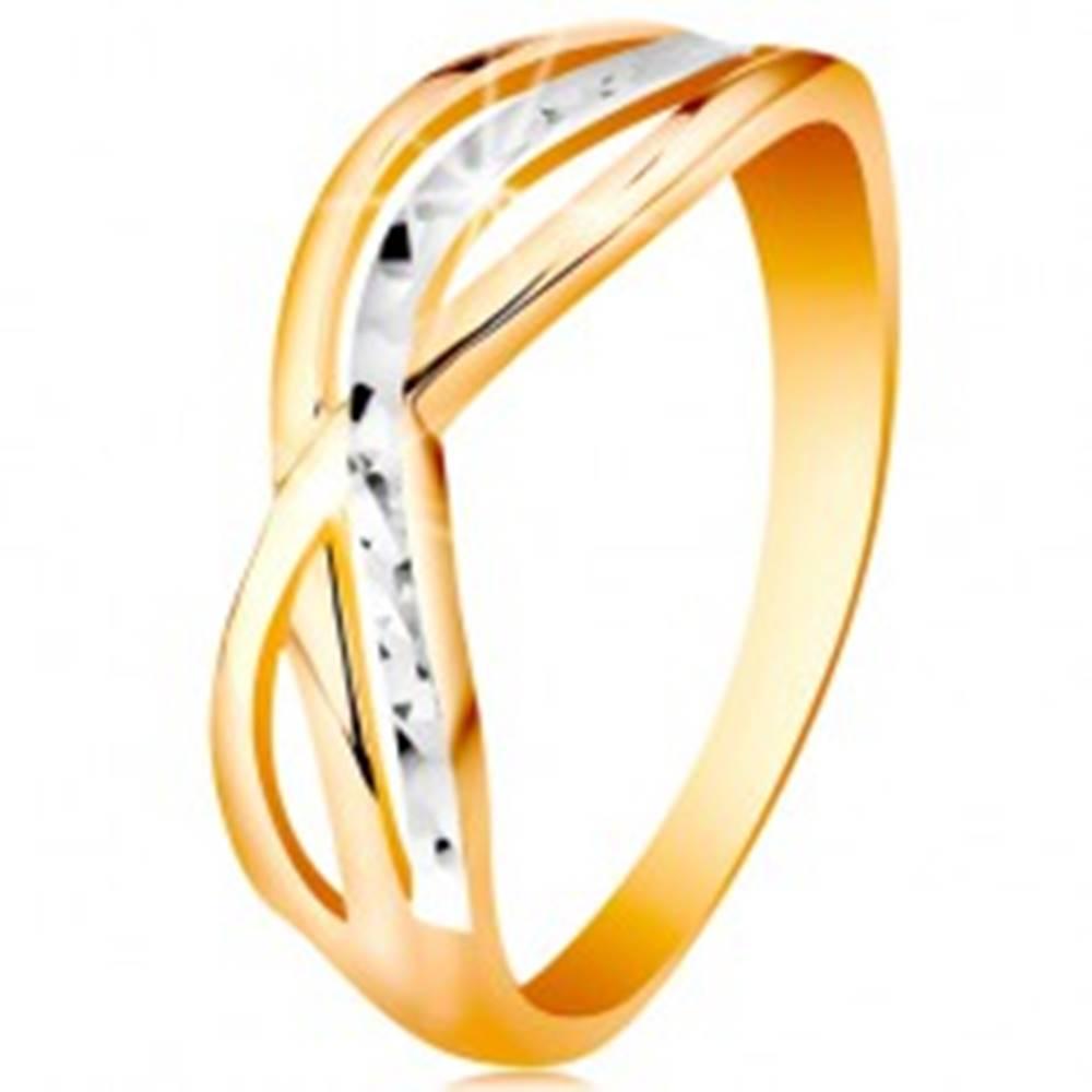 Šperky eshop Dvojfarebný prsteň v 14K zlate - zvlnené a rozvetvené línie ramien, ryhy - Veľkosť: 47 mm