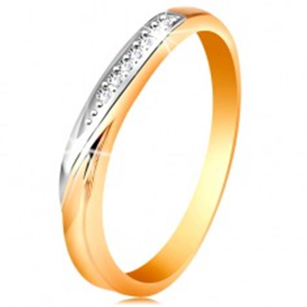 Šperky eshop Dvojfarebný zlatý prsteň 585 - vlnka z bieleho zlata a drobných čírych zirkónov - Veľkosť: 48 mm