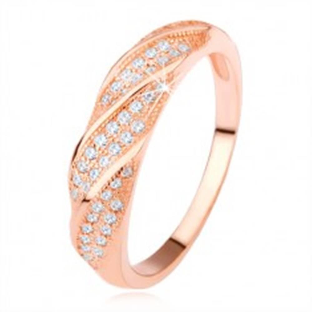 Šperky eshop Obrúčka zo striebra 925, medená farba, šikmé línie čírych zirkónov - Veľkosť: 49 mm
