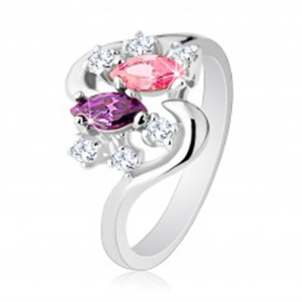 Šperky eshop Prsteň striebornej farby so zvlnenými ramenami, farebné a číre zirkóny - Veľkosť: 49 mm