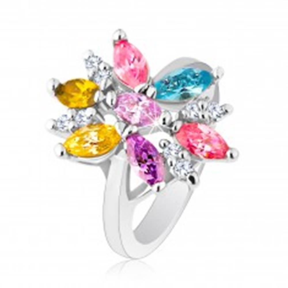 Šperky eshop Prsteň v striebornom odtieni zdobený farebnými a čírymi zirkónmi - Veľkosť: 48 mm