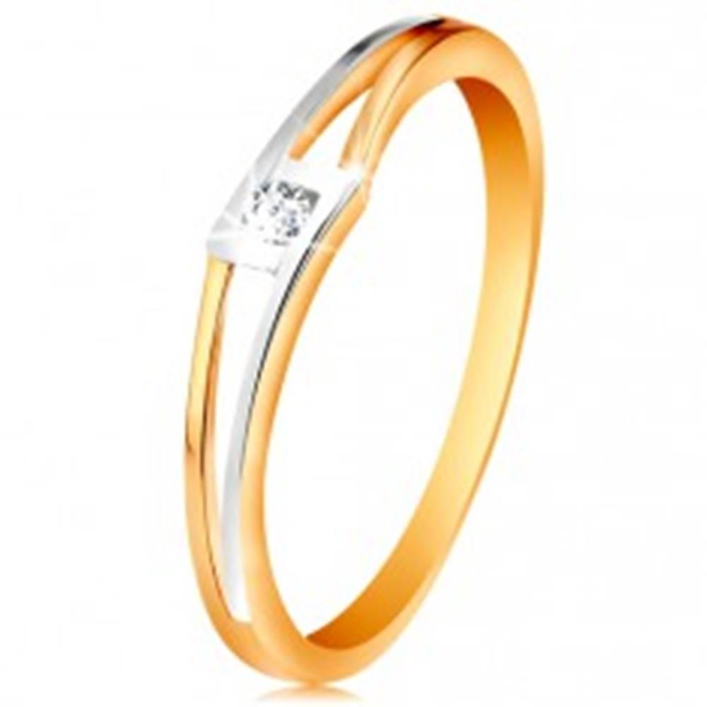 Šperky eshop Prsteň zo 14K zlata - okrúhly číry zirkón v kosoštvorci, dvojfarebné rozdelené ramená - Veľkosť: 49 mm