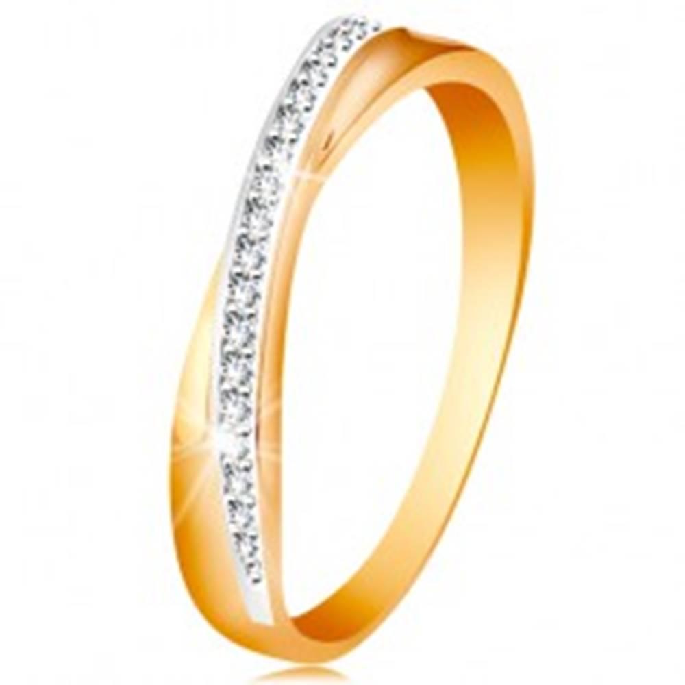 Šperky eshop Prsteň zo 14K zlata - prekrížená hladká a trblietavá línia z čírych zirkónikov - Veľkosť: 49 mm