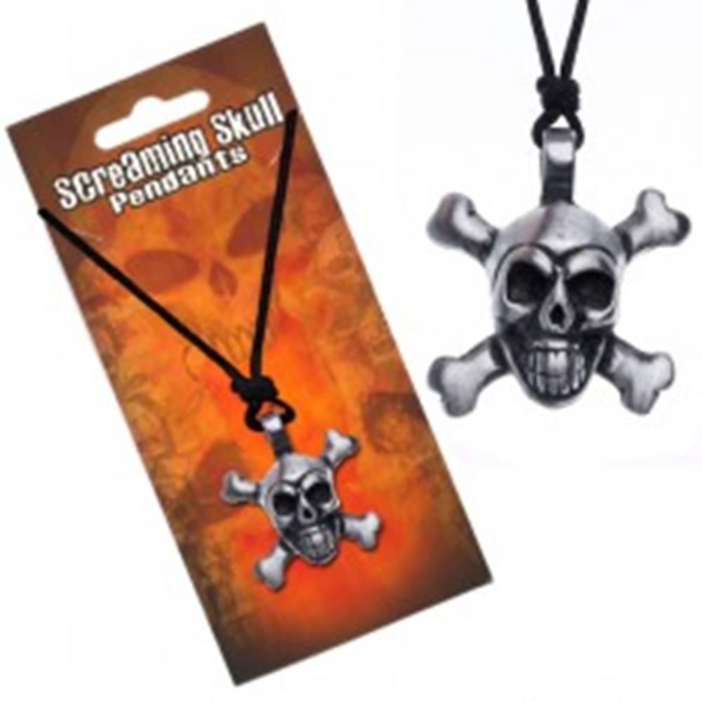 Šperky eshop Šnúrkový náhrdelník s príveskom lebky so skríženými kosťami