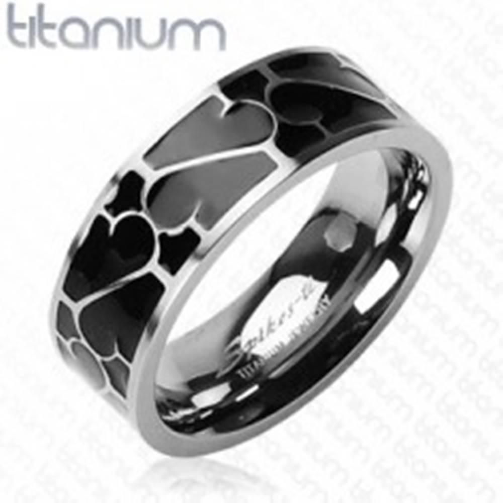 Šperky eshop Titánový prsteň - čierna glazúra s ornamentom - Veľkosť: 49 mm