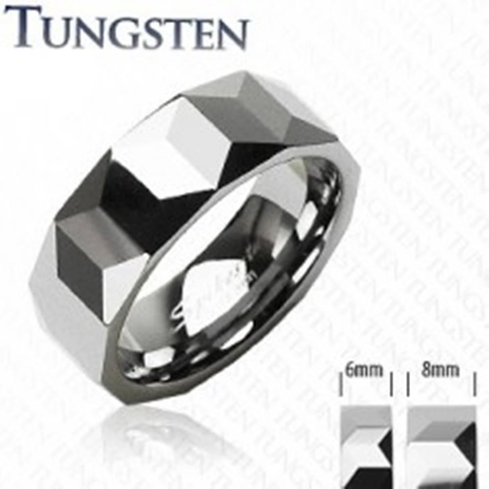 Šperky eshop Tungstenový prsteň - vzor hranolov - Veľkosť: 49 mm