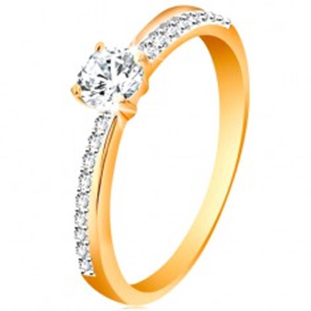 Šperky eshop Zlatý prsteň 585 so šikmou trblietavou líniou a čírym zirkónom v kotlíku - Veľkosť: 48 mm
