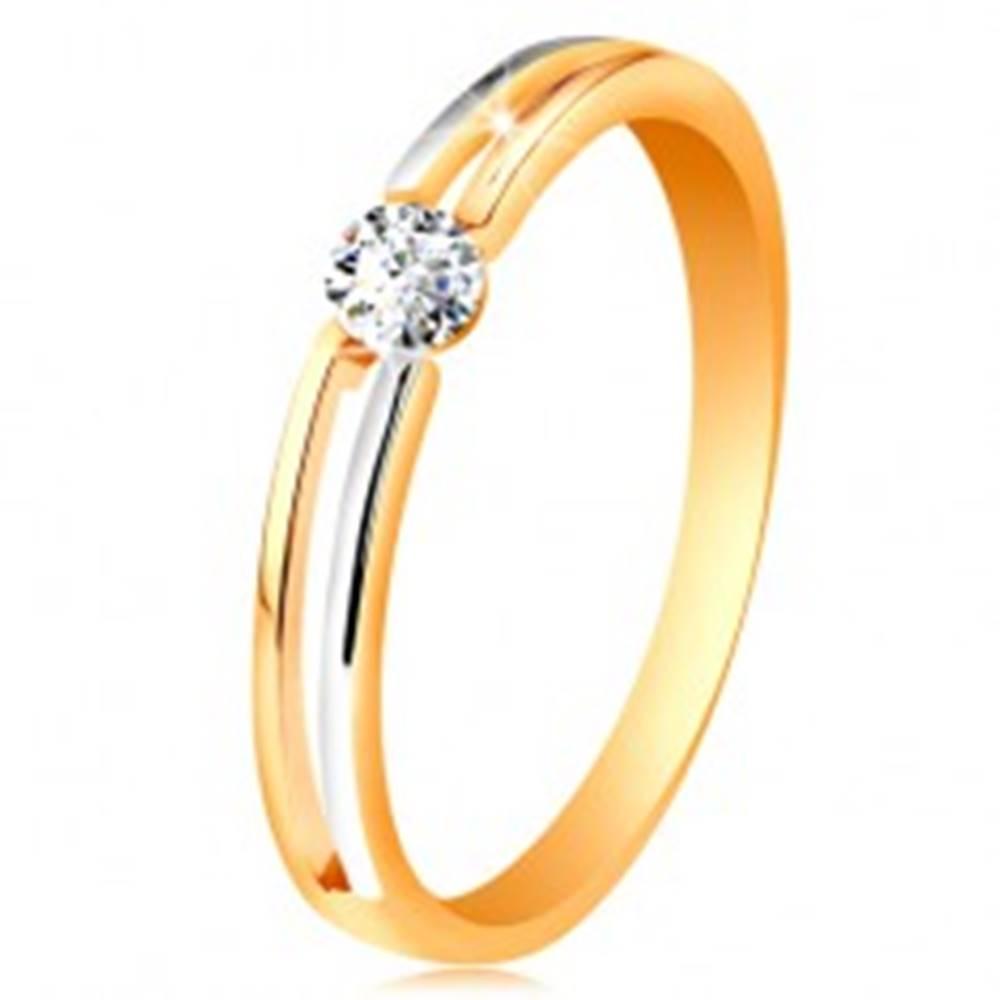 Šperky eshop Zlatý prsteň 585, tenké dvojfarebné ramená s výrezom a čírym zirkónom - Veľkosť: 49 mm