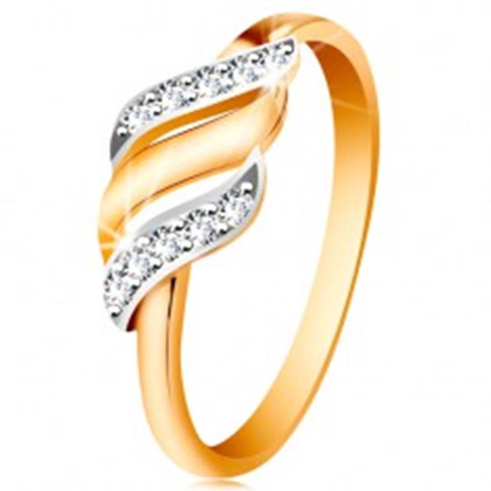 Šperky eshop Zlatý prsteň 585 - tri vlnky z bieleho a žltého zlata, trblietavé číre zirkóny - Veľkosť: 49 mm
