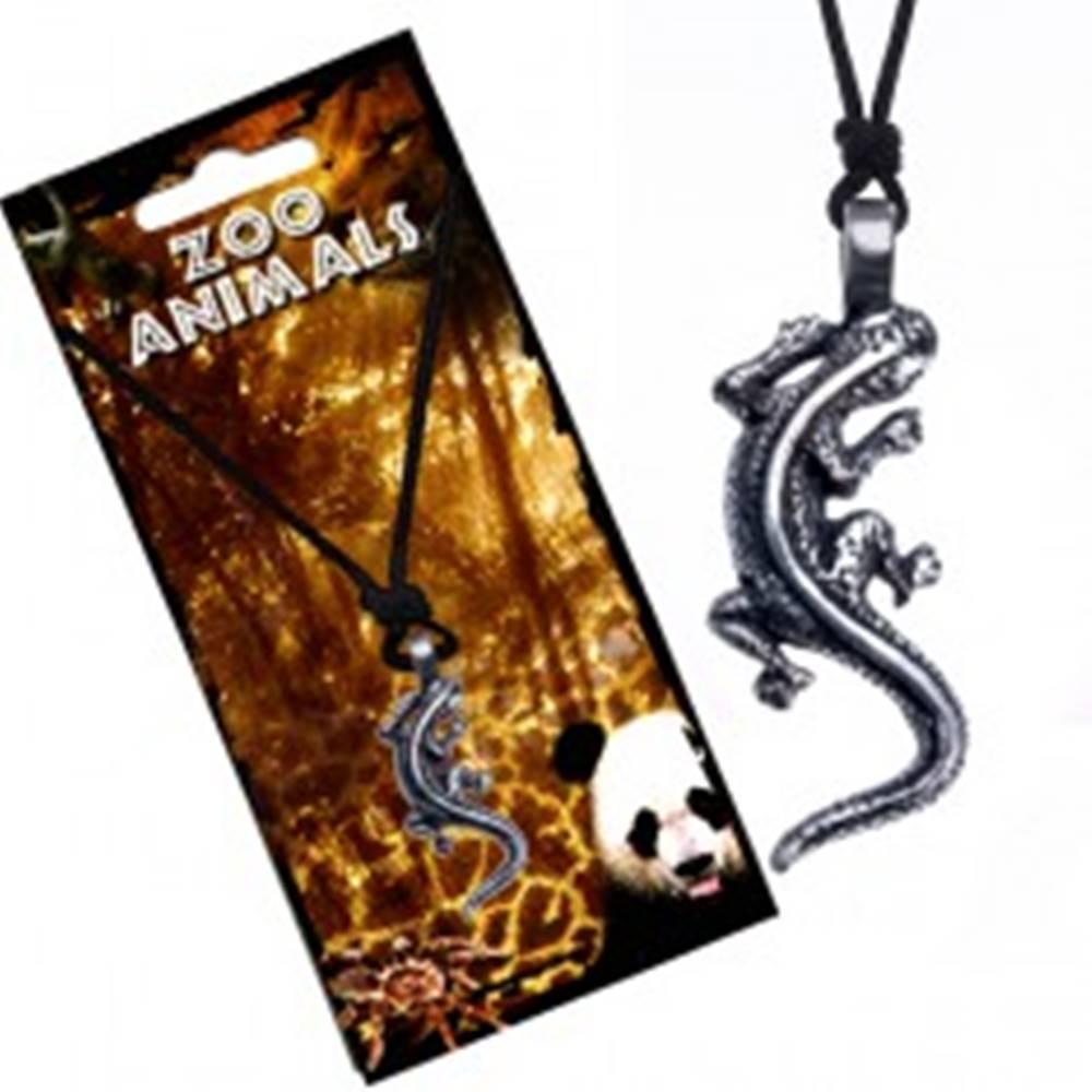 Šperky eshop Čierny šnúrkový náhrdelník s príveskom lezúcej jašterice