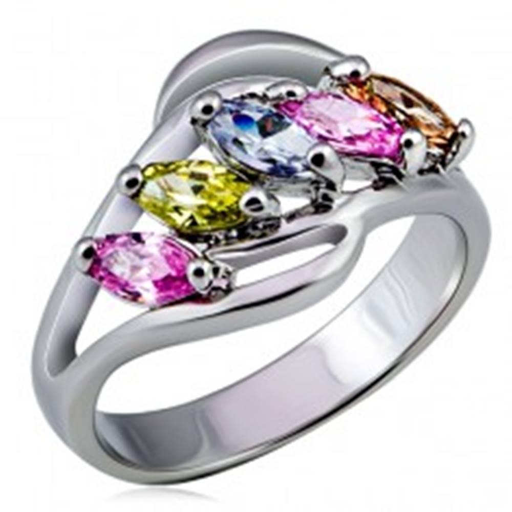 Šperky eshop Kovový prsteň, rozvetvené ramená s farebnými zirkónmi v rade - Veľkosť: 48 mm