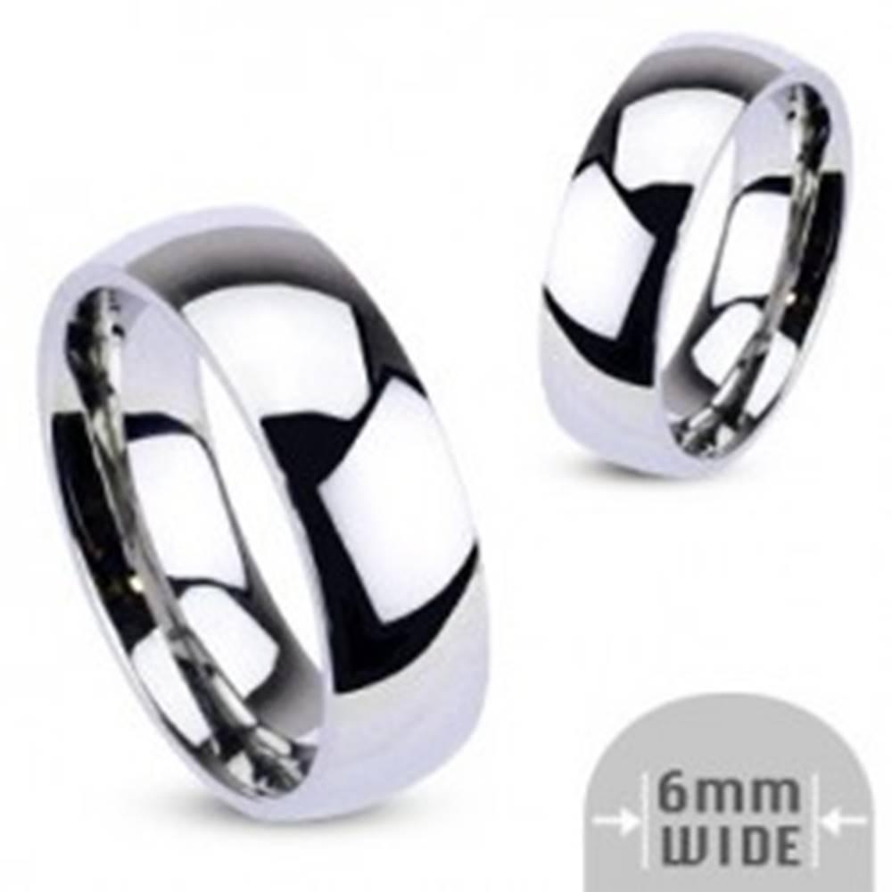 Šperky eshop Kovový prsteň - zaoblená obrúčka lesklej striebornej farby - Veľkosť: 48 mm