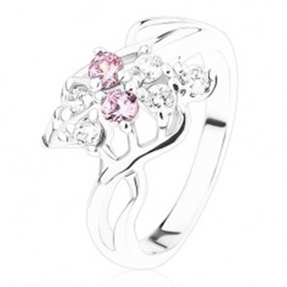 Šperky eshop Ligotavý prsteň, strieborná farba, mašlička z ružových a čírych zirkónov - Veľkosť: 50 mm