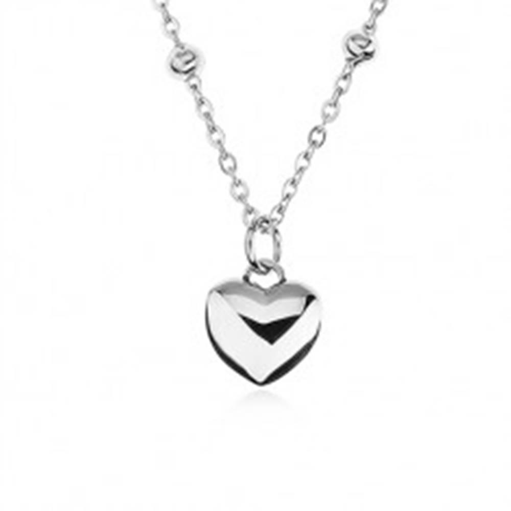 Šperky eshop Náhrdelník z chirurgickej ocele, retiazka s guličkami, vypuklé symetrické srdiečko