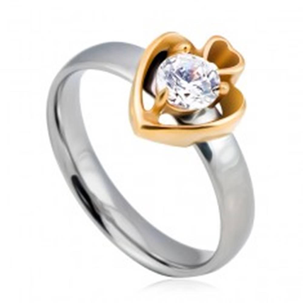 Šperky eshop Oceľový prsteň, kruh striebornej farby a dve srdcia zlatej farby so zirkónom - Veľkosť: 49 mm