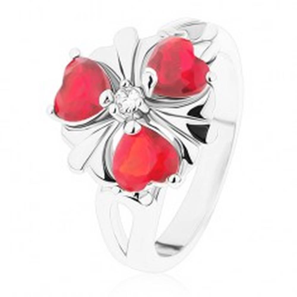 Šperky eshop Oceľový prsteň, ligotavý kvet s červenými srdiečkovými zirkónmi - Veľkosť: 52 mm