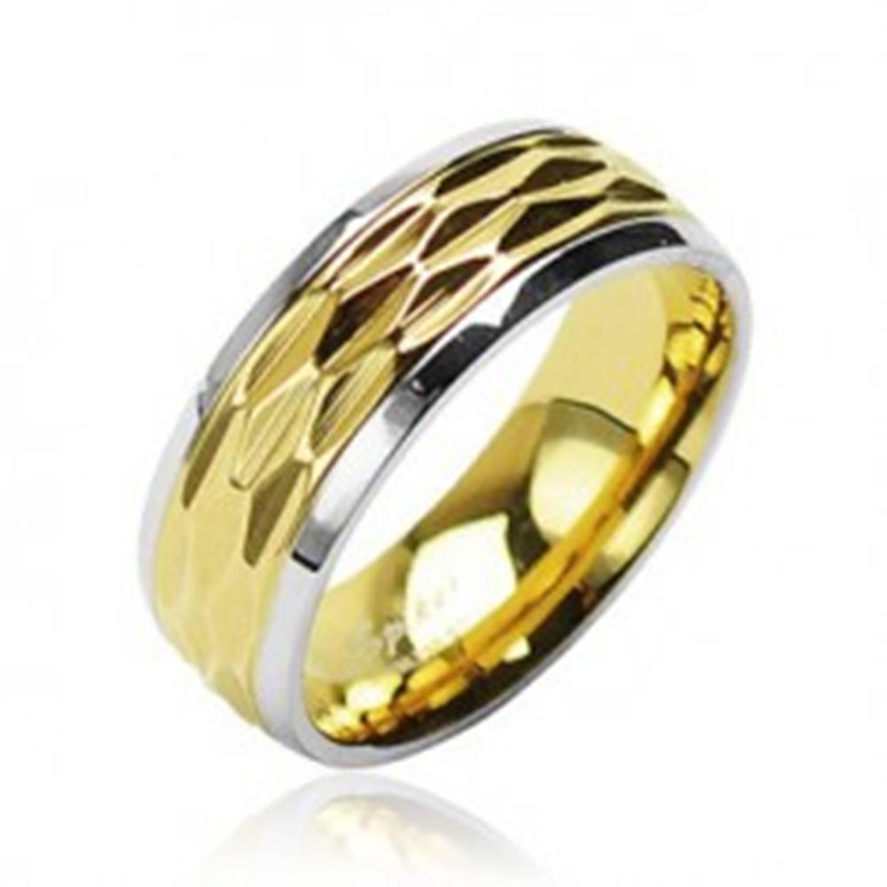 Šperky eshop Oceľový prsteň - zvlnený motív zlatej farby - Veľkosť: 49 mm