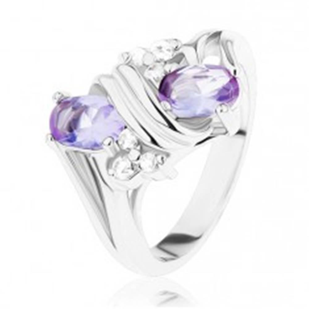 Šperky eshop Prsteň v striebornom odtieni, svetlofialové a číre zirkóny, dvojitá špirála - Veľkosť: 49 mm