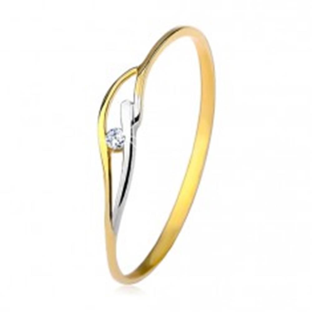 Šperky eshop Prsteň zo žltého a bieleho 9K zlata, tenké ramená a vlnky, číry zirkón - Veľkosť: 48 mm