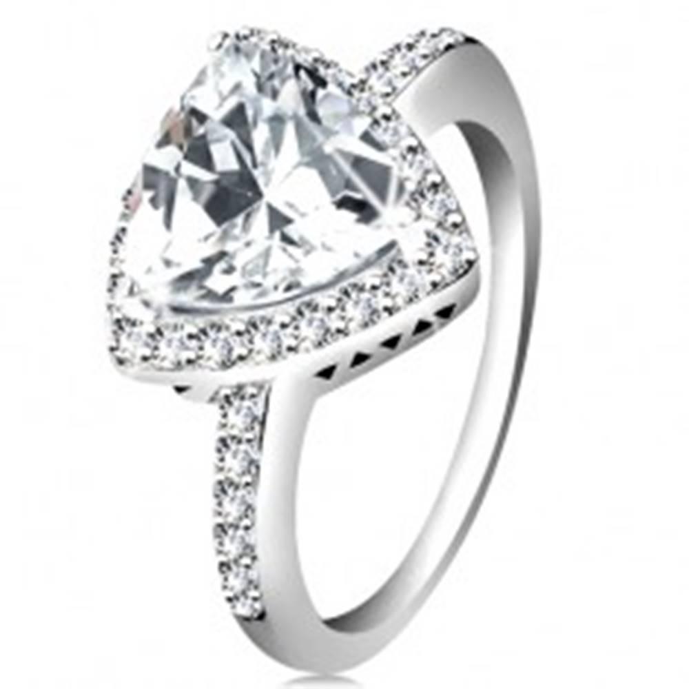 Šperky eshop Strieborný prsteň 925, trojuholníkový číry zirkón, ligotavý lem, výrezy - Veľkosť: 47 mm