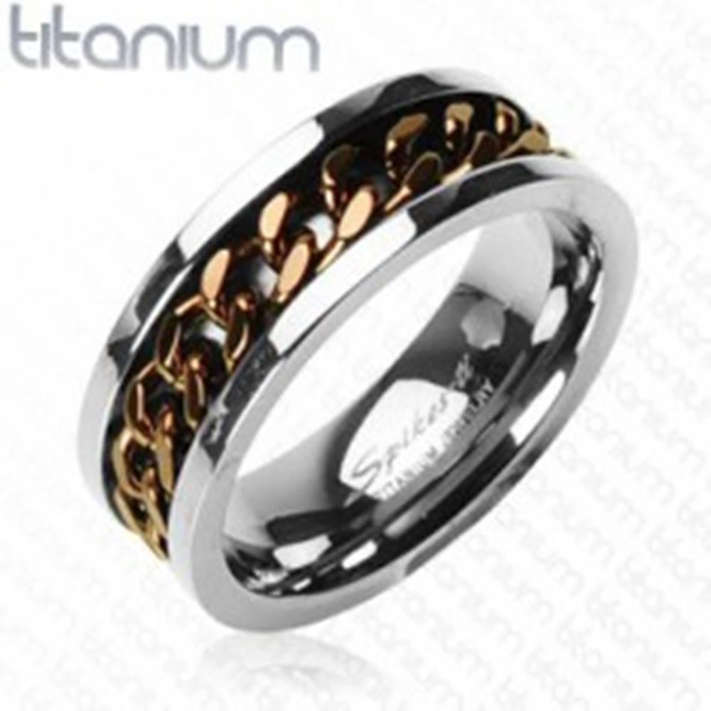 Šperky eshop Titánový prsteň striebornej farby - reťaz v medenom farebnom odtieni - Veľkosť: 59 mm