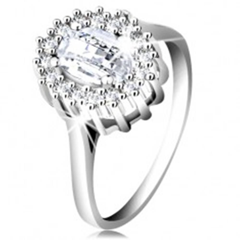 Šperky eshop Zásnubný prsteň zo striebra 925, oválny brúsený zirkón, lem z drobných zirkónikov - Veľkosť: 49 mm