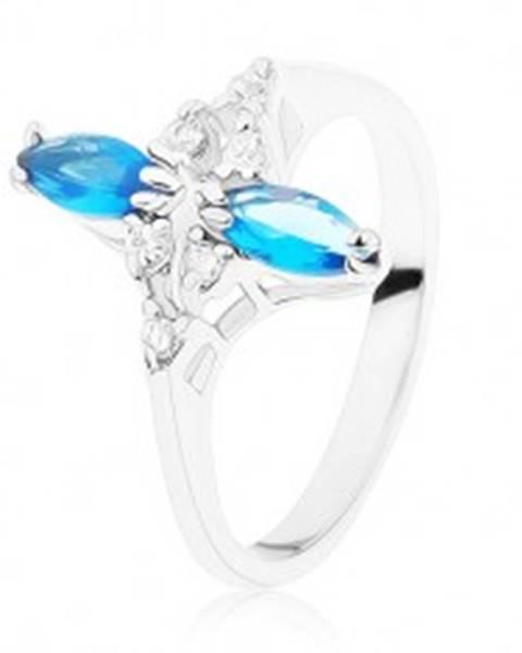 Šperky eshop Prsteň v striebornom odtieni, lesklé zvlnené ramená, modré a číre zirkóny - Veľkosť: 49 mm