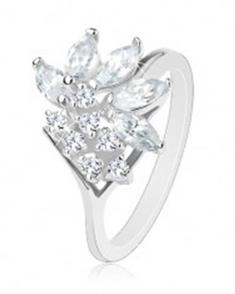 Šperky eshop Prsteň v striebornom odtieni zdobený zirkónmi čírej farby, lesklé ramená - Veľkosť: 49 mm