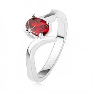 Elegantný prsteň zo striebra 925, rubínovočervený zirkón, zvlnené ramená - Veľkosť: 50 mm