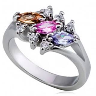 Lesklý kovový prsteň - tri farebné zrnkové zirkóny, číry lem - Veľkosť: 49 mm