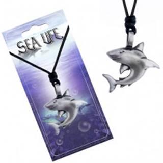Náhrdelník s kovovým príveskom - žralok so zahnutou plutvou