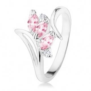 Prsteň striebornej farby, zahnuté ramená, ružové a číre zirkóny - Veľkosť: 49 mm