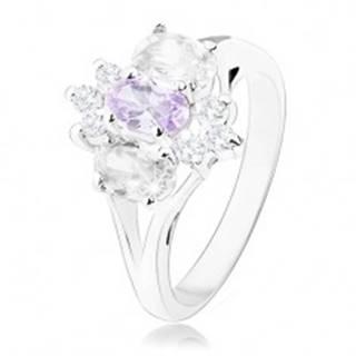 Prsteň v striebornom odtieni s rozdelenými ramenami, fialovo-číry kvet - Veľkosť: 57 mm