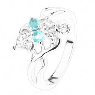 Prsteň v striebornom odtieni, zirkóny čírej a akvamarínovej farby, vlnky - Veľkosť: 53 mm