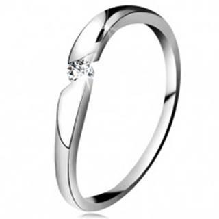 Prsteň z bieleho 14K zlata - okrúhly zirkón čírej farby v šikmom výreze - Veľkosť: 49 mm