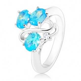 Trblietavý prsteň striebornej farby, zvlnená línia, tri ovály akvamarínovej farby - Veľkosť: 49 mm