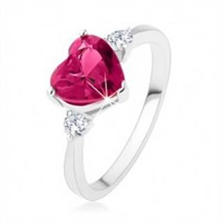 Zásnubný prsteň - ružové zirkónové srdce, dva číre kamienky, striebro 925 - Veľkosť: 49 mm