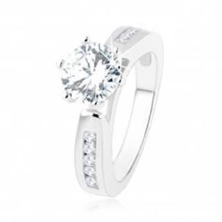 Zásnubný prsteň, zdobené ramená, okrúhly číry zirkón, výrezy, striebro 925 - Veľkosť: 49 mm