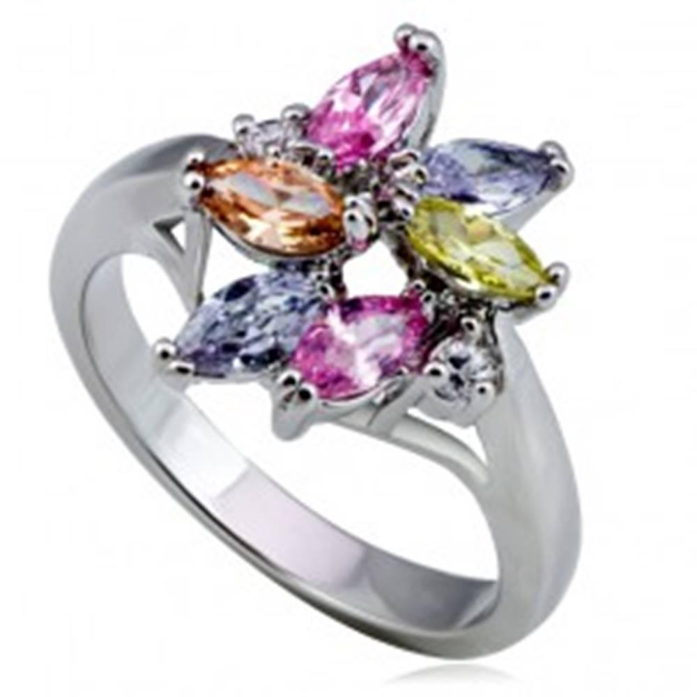 Šperky eshop Lesklý kovový prsteň - kvet, farebné slzičkové a okrúhle zirkóny - Veľkosť: 49 mm
