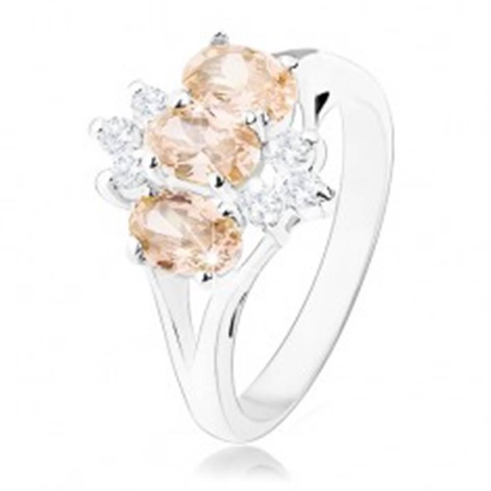 Šperky eshop Lesklý prsteň v striebornom odtieni, oranžové zirkónové ovály, číre zirkóniky - Veľkosť: 60 mm