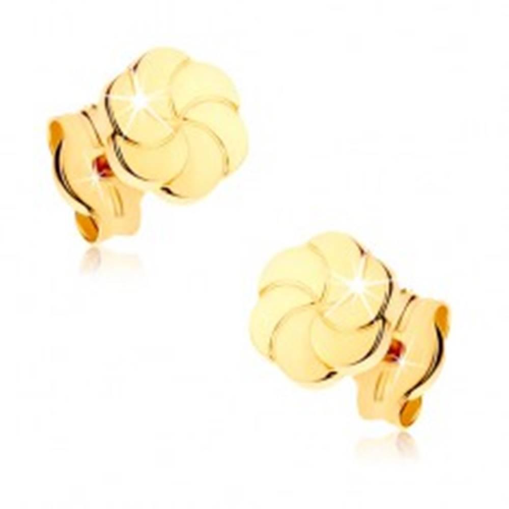 Šperky eshop Náušnice zo žltého 9K zlata - ligotavé kvietky s gravírovanými lupeňmi