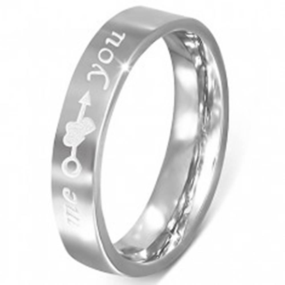 """Šperky eshop Oceľový prsteň - striebornej farby, gravírovanie """"me you"""", srdcia a šíp - Veľkosť: 48 mm"""