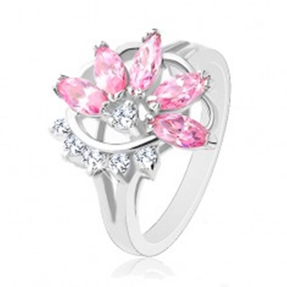Šperky eshop Prsteň s lesklými rozdelenými ramenami, ružovo-číry polovičný kvet - Veľkosť: 49 mm