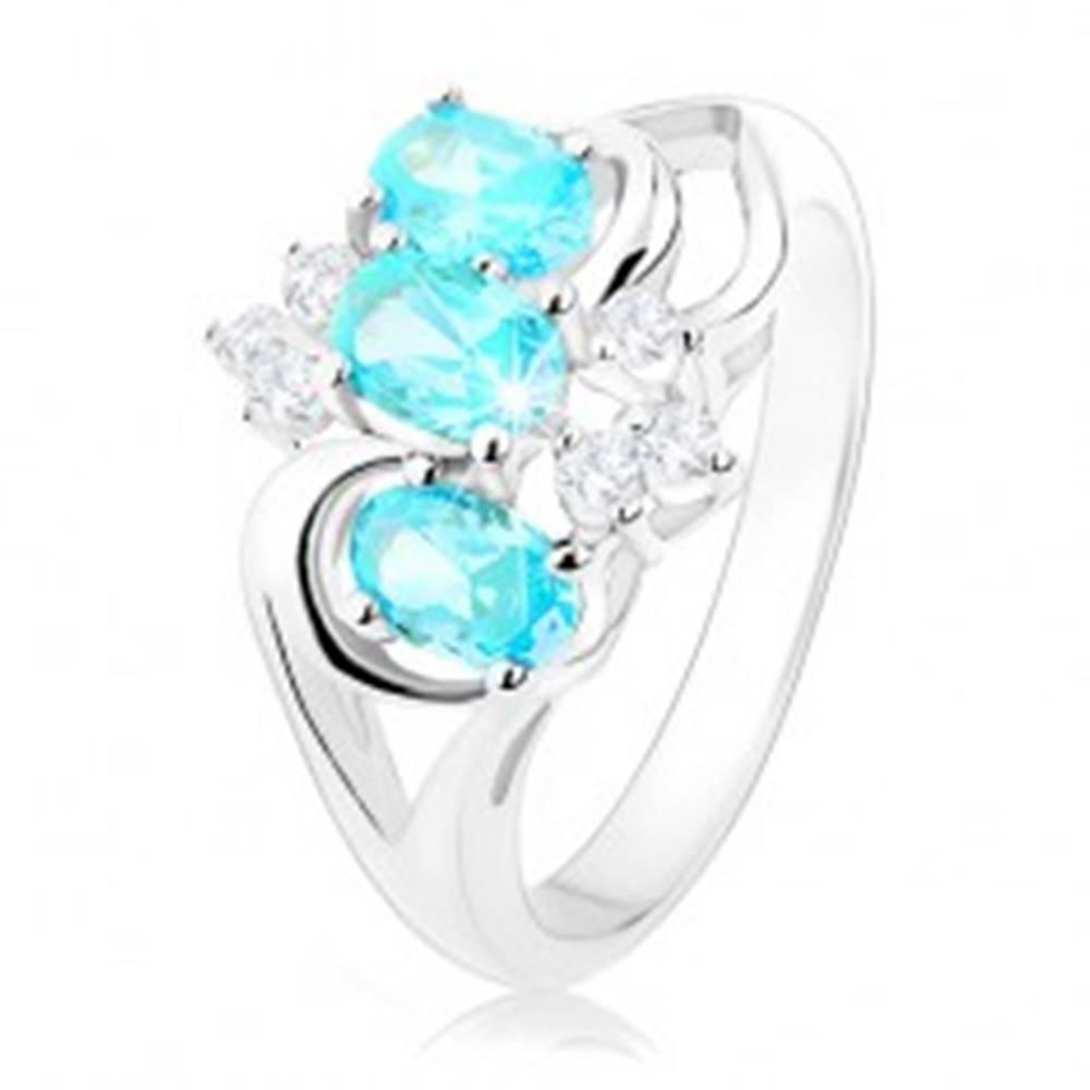 Šperky eshop Prsteň striebornej farby, číre zirkóniky, ovály akvamarínovej farby - Veľkosť: 48 mm