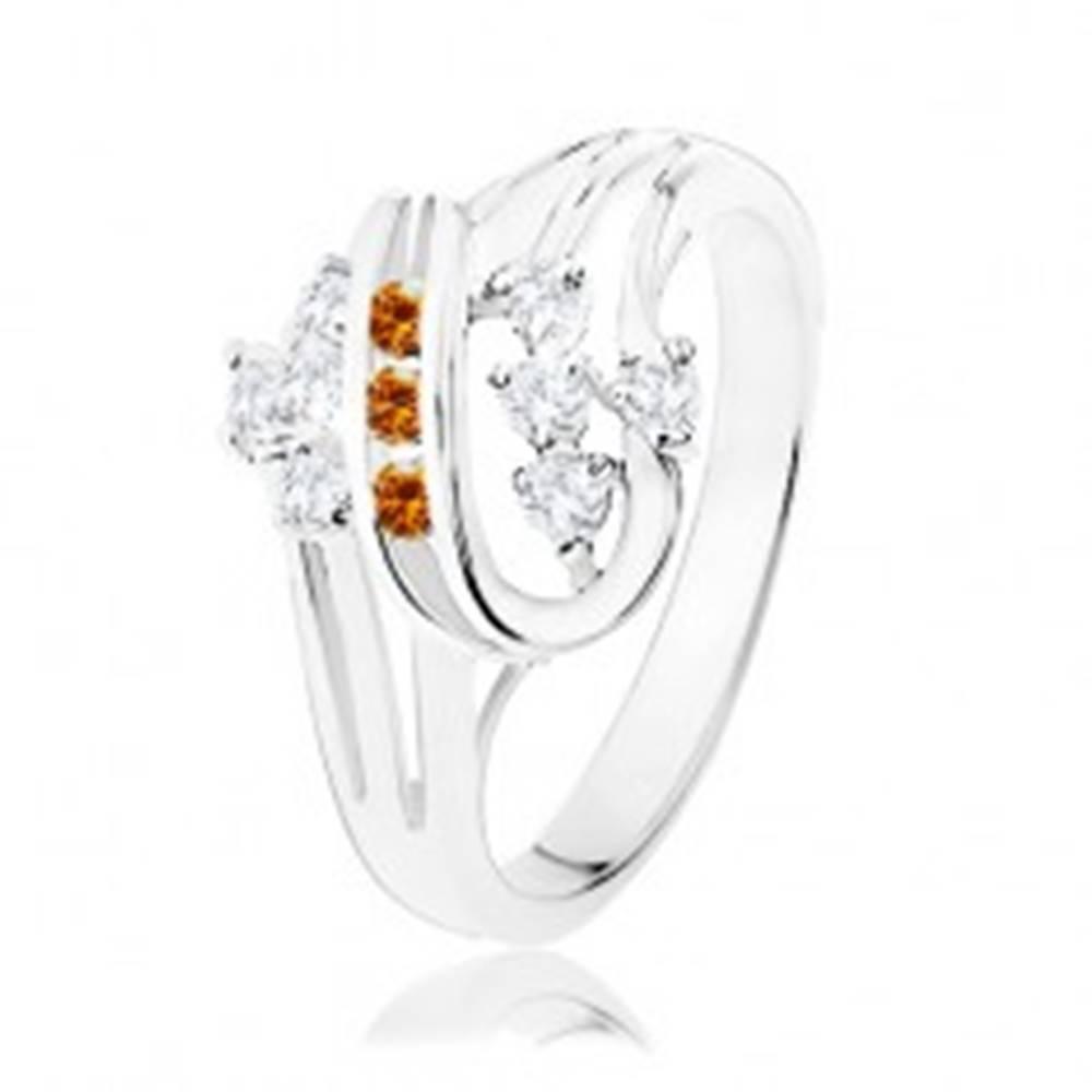 Šperky eshop Prsteň v striebornej farbe, dvojitá špirála s oranžovými a čírymi zirkónmi - Veľkosť: 51 mm