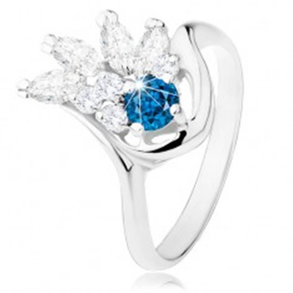 Šperky eshop Prsteň v striebornom odtieni, číry zirkónový vejár, tmavomodrý zirkón - Veľkosť: 51 mm