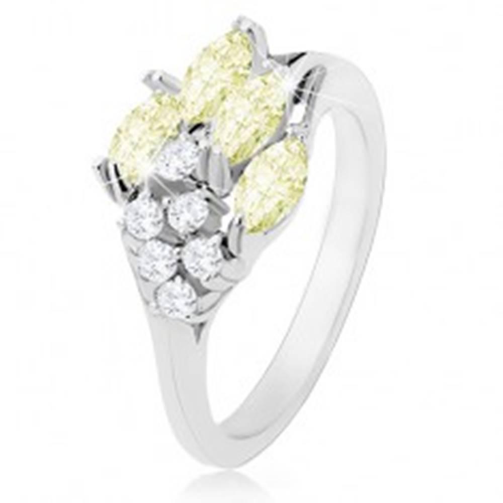 Šperky eshop Prsteň v striebornom odtieni, ligotavé zirkóny čírej a svetlozelenej farby - Veľkosť: 50 mm