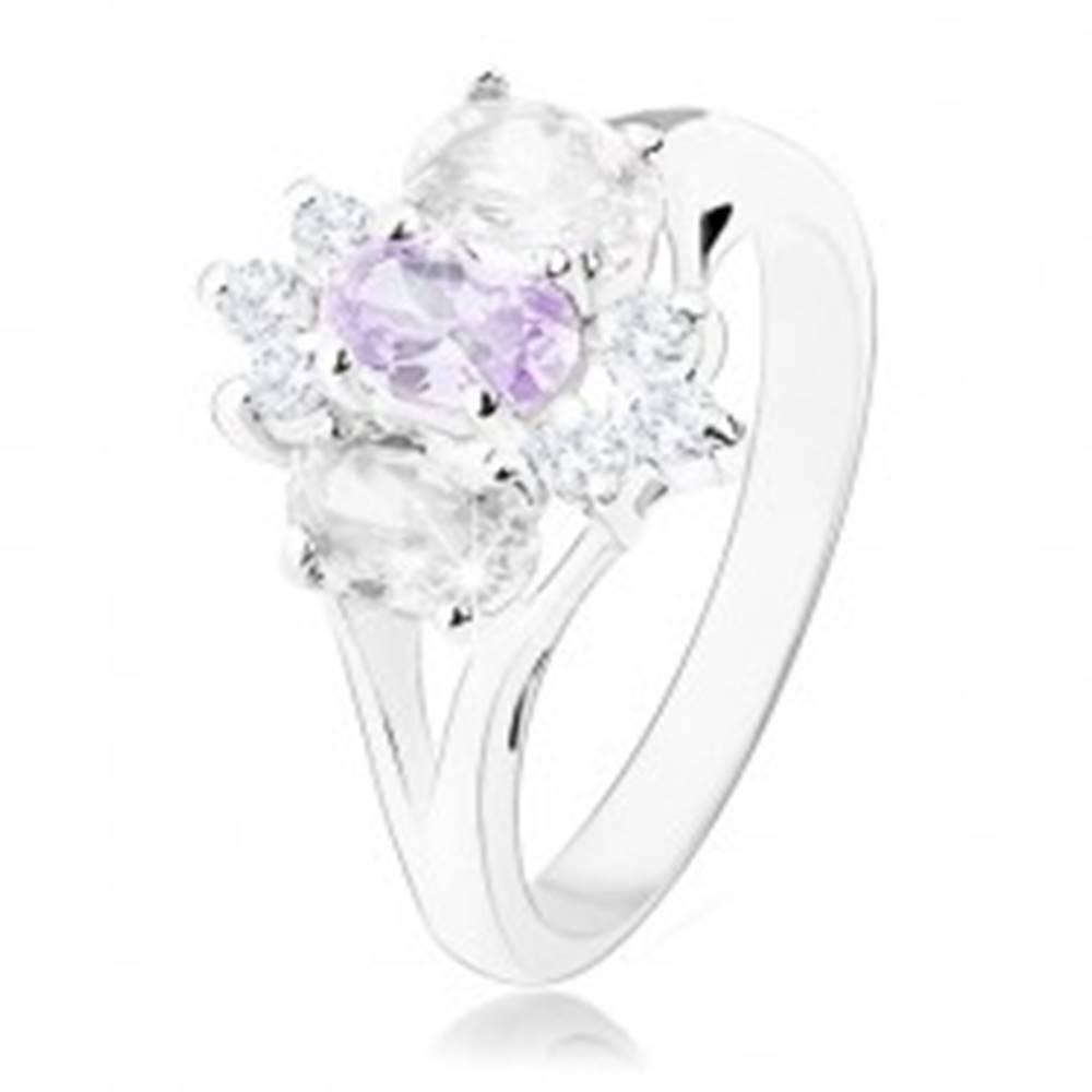 Šperky eshop Prsteň v striebornom odtieni s rozdelenými ramenami, fialovo-číry kvet - Veľkosť: 57 mm