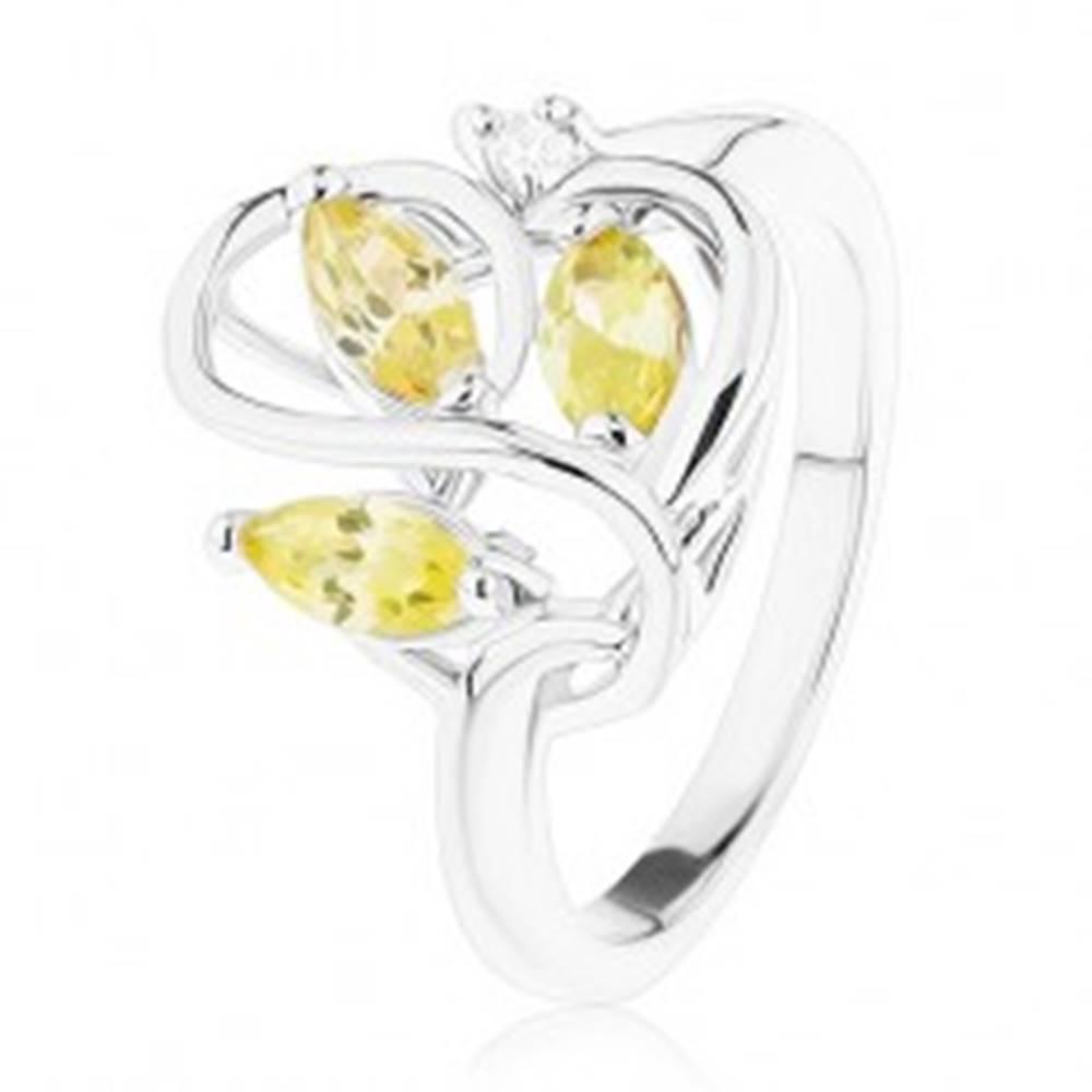 Šperky eshop Prsteň v striebornom odtieni, zvlnené línie, svetlozelené zirkóny - Veľkosť: 49 mm