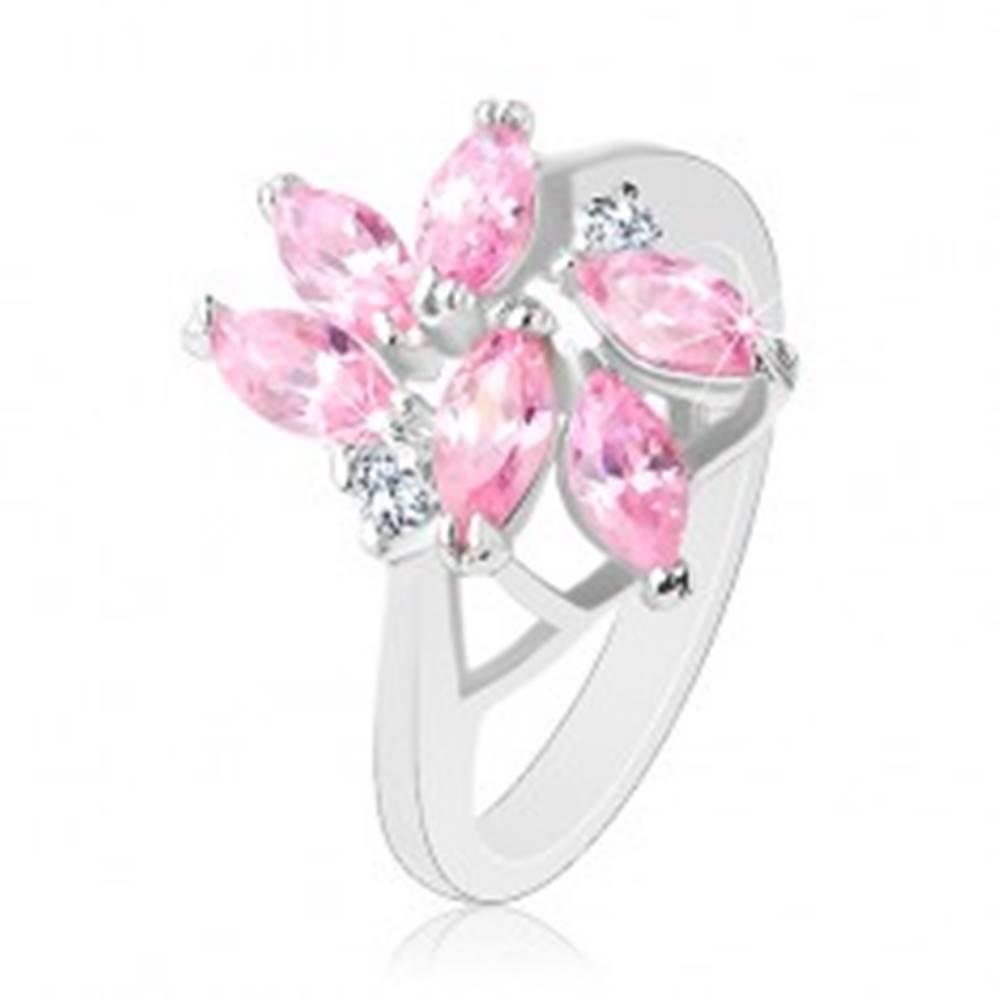 Šperky eshop Prsteň zdobený brúsenými zrnkami ružovej farby, dva okrúhle číre zirkóny - Veľkosť: 49 mm